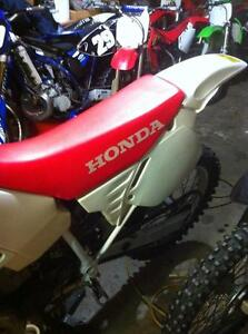Honda cr500 92 with a Honda CRF450 complete bike without the eng Windsor Region Ontario image 6