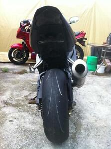 PARTING OUT A 2004 SUZUKI GSXR750 COMPLETE BIKE -FRONT WHEEL Windsor Region Ontario image 6