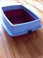 Cat litter pan with rim - for when kitty's gotta go!