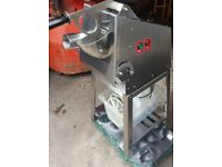 COMMERCIAL CATERING EQUIPMENT COMMERCIAL VEGETABLE SLICER, FREE STANDING SIMPLE PLUG IN