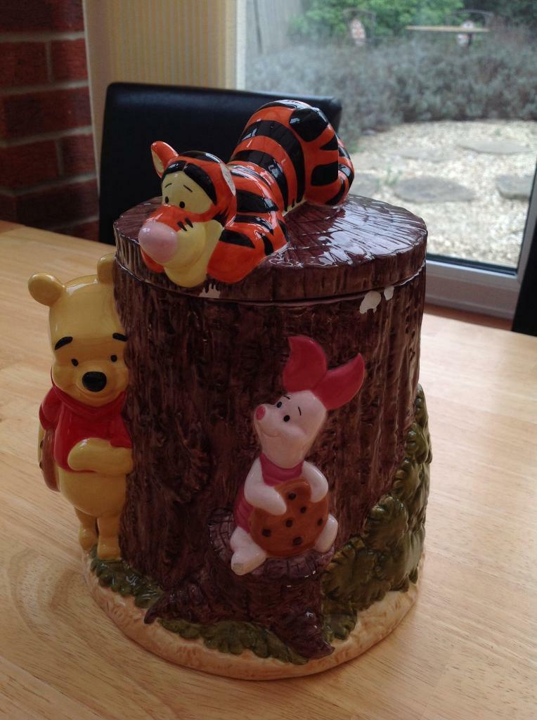 Winnie the Pooh ceramic cookie jar Disney China (collection only)