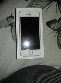 iphone SE 32gb rose gold cracked screen!