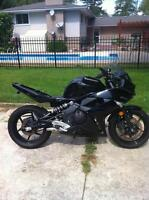 2011 KAWSAKI ZX650R WITH UNDER 1000 KM PARTING OUT