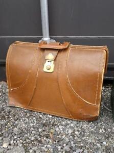 VINTAGE LEATHER DOCTORS BAG - Real leather 50s  Oakville 905 510-8720