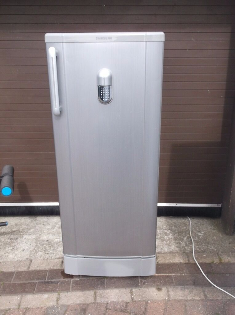 Tall Silver Samsung Fridge With Drinks Dispenser Ice