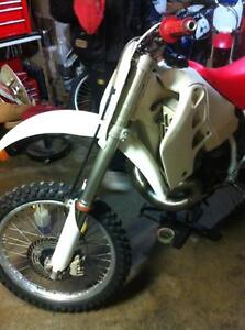 Honda cr500 92 with a Honda CRF450 complete bike without the eng Windsor Region Ontario image 7