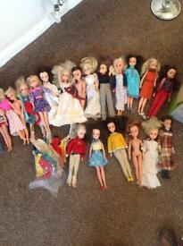 PEDIGREE SINDY DOLLS AND CLOTHES