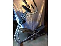 HEALTHRIDER CROSS TRAINER 1250T
