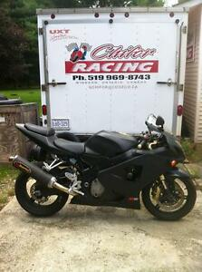 PARTING OUT A 2004 SUZUKI GSXR750 COMPLETE BIKE -FRONT WHEEL Windsor Region Ontario image 1