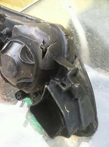 YAMAHA R1 09 HEADLIGHT DAMAGED JUST FOR PARTS