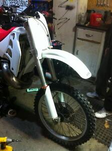 Honda cr500 92 with a Honda CRF450 complete bike without the eng Windsor Region Ontario image 2