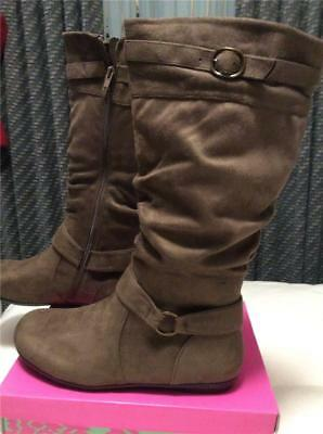 New Bealls Bay Studio Logan Taupe Suede Flat Wedge Boots 9 5 10 Zippers Comfy