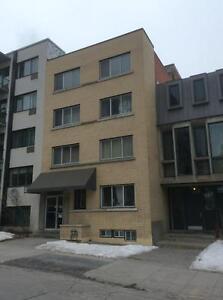 UNIVERSITY ST., McGill Concordia QUIET PLACE 3.5