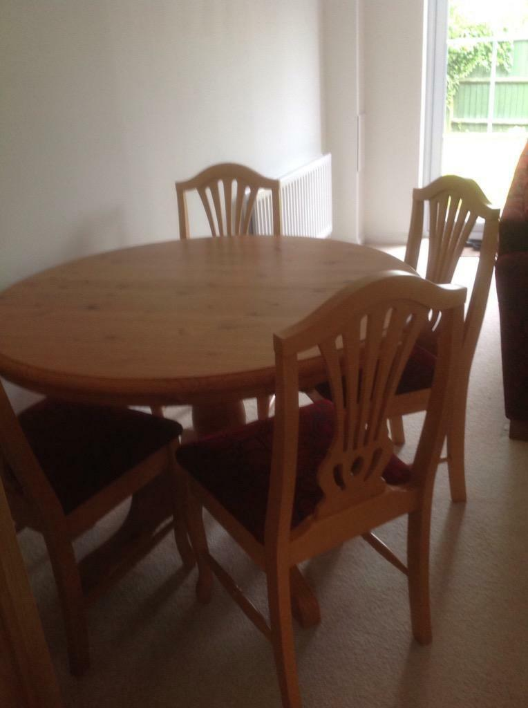 Soild Pine Round Extendable Table And 4 Dining Chairs In Reading Berkshire