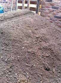 TOP QUALITY TOP SOIL 3 TONNE LOAD/LOTS AVALIABLE/SURPLUSS STOCK /CHEAP /DONCASTER DELIVERY AVALAIBLE