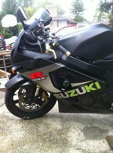 PARTING OUT A 2004 SUZUKI GSXR750 COMPLETE BIKE -FRONT WHEEL Windsor Region Ontario image 7