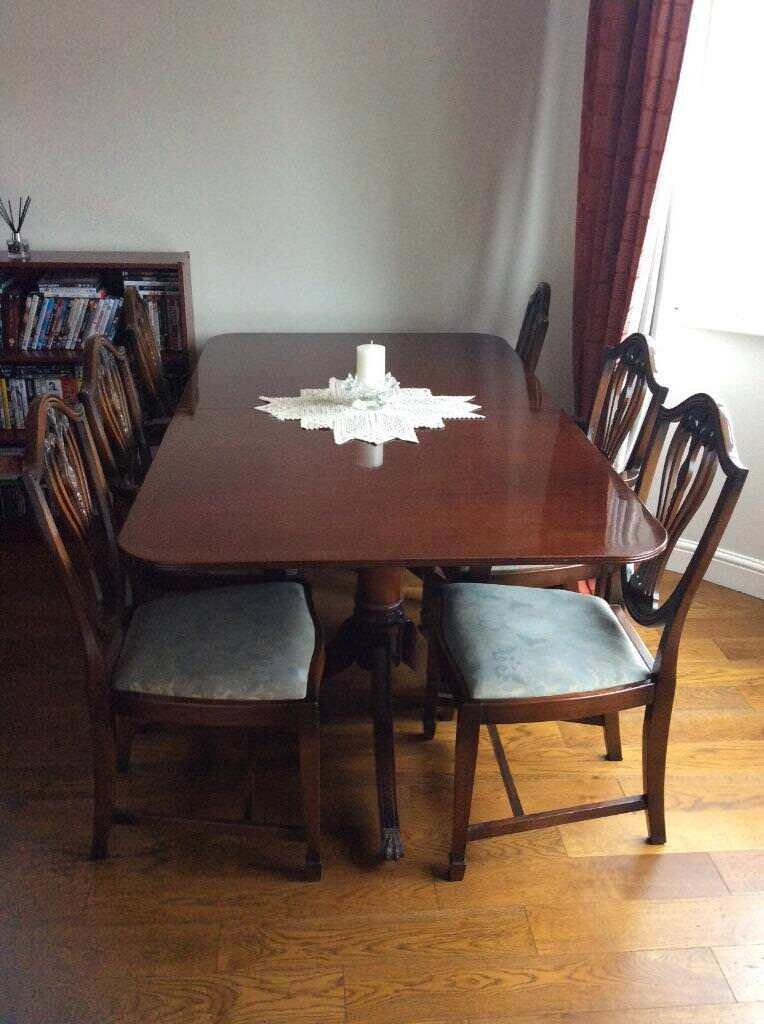 Charmant Mahogany Dining Room Set With 6 Chairs And 2 Extra Leafs To Extend