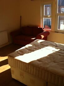 Studio in Bournville, Wooden Floors, Separate Kitchen,Ensuite, Bills inc, exp CTax, 2mins To Train.