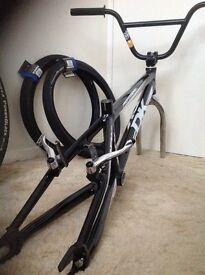 DK V2 XXX Frame Cliq Finisher forks - DXR brakes -powerblock tyres.Slam bars.