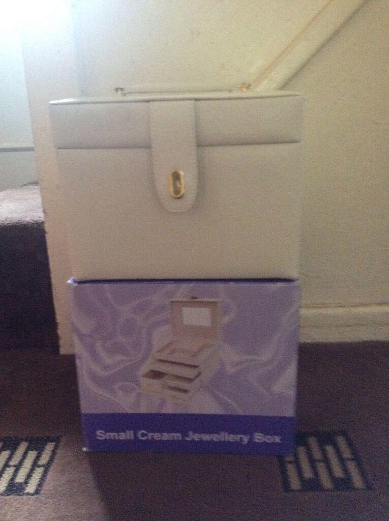 Leather effect jewellery box