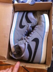 Nike court force grey size 9 mens 35 ono