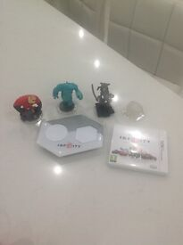 Nintendo 3DS Disney Infinity 1.0 with portal and characters