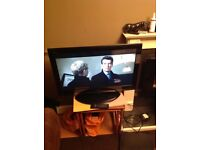 Toshiba 32 inch LCD full HD 1080p with digital freeview for sale.
