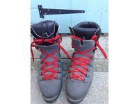 Mens Trezeta vibram sole walking trekking boots size 11 (uk-45)