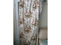 Curtains very large suit Bay window or patio doors
