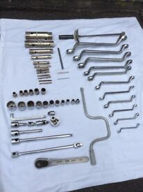 Sockets, Spanners and Box Spanners