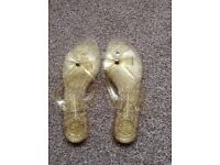 Kurt Geiger flip flops size 7 *unworn*