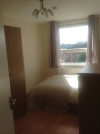2 double rooms in Peckham are available.