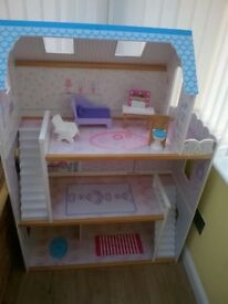 She'll of dolls house