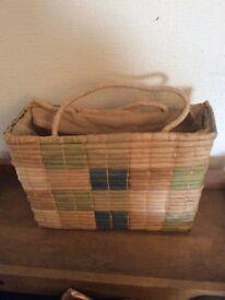 Pretty Straw bag with zip