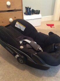Maxi Cosi Pebble car seat with prom adapters