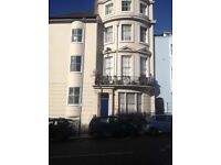 ONE BED UNFURNISHED TOP FLOOR FLAT ON UPPER ROCK GARDENS IN A VERY CONVENIENT LOCATION.