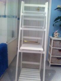 White standing shelves/unit