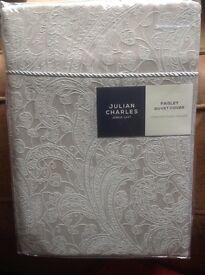 Beautiful Julian Charles Luxury Paisley Jacquard King duvet cover