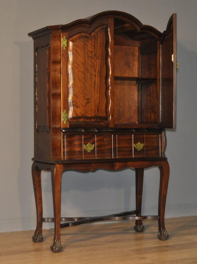Attractive Vintage Antique Style Mahogany Two Door Cabinet On ...