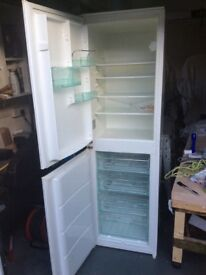 Intergrated fridge freezer 50/50