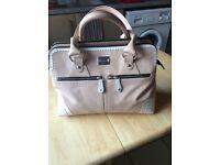 Modalu large Classic Pippa Handbag light pink