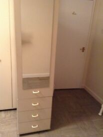 Single mirrored wardrobe