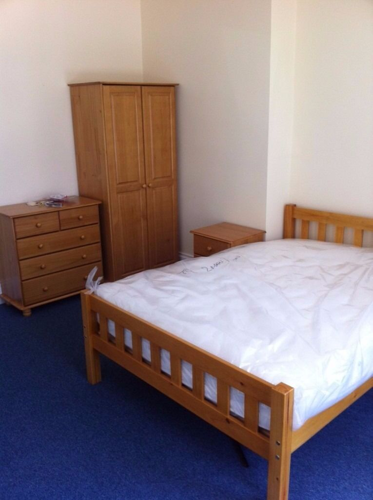 1 BED FLAT TO RENT IN ILFORD. £950 PCM! 5 MIN WALK ILFORD STATION!