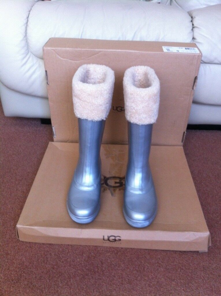5458994196a UGG WELLINGTONS MILL CREEK 3.5UK/ EU3 Silver Finish EXCELLENT CONDITION |  in Luton, Bedfordshire | Gumtree