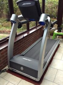 Life Fitness T5-5 professional treadmill with Flexdeck shock absorption system