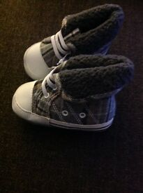 BRAND NEW BABY BOY CHECK BOOTS - Size 6/12 months