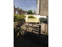 Double room available to share with a professional. In a two bedroom flat with outside space.