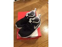 Nike Roshe One boys trainers infant size 9.5