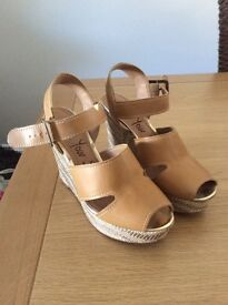 Wedge summer shoes size 6