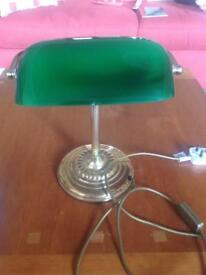 Traditional style banker's lamp